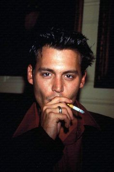 Johnny Depp all day, everyday. Met the beautiful man on the July pretty good, and why wouldn't it be? Junger Johnny Depp, Jonh Deep, Beautiful Boys, Pretty Boys, Young Johnny Depp, Johnny Depp Smoking, Winona Ryder, Hommes Sexy, Fine Men