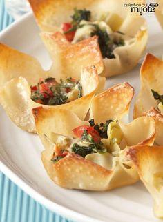 Coupes chaudes aux épinards et à l'artichaut - De jolies bouchées, faciles à faire en suivant la vidéo. #recette