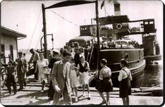 """""""Suhulet"""" Araba vapuru / Üsküdar - 1940 lar Old Pictures, Old Photos, Boat Companies, Yesterday And Today, Historical Pictures, Wooden Boats, Istanbul Turkey, Once Upon A Time, Sailing Ships"""