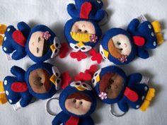 Chaveiro mascotes galinha pintadinha em feltro <br>100% feito a mão cada pontinho <br>São embalado em saquinho celofane <br>Acima de 20 peças consultar prazo de entrega