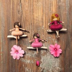 As the sun colors flowers, so does art color life. /John Lubbock/ #dorimu fairy dolls on swings are available at www.dorimu.com & www.etsy.com/shopname/DORIMU 🌸🌾🌸#etsyshop #love #pink #rose #miniature #needlefelting #faiey #fae #flowers #differencemakesus #etsysuccess #decor