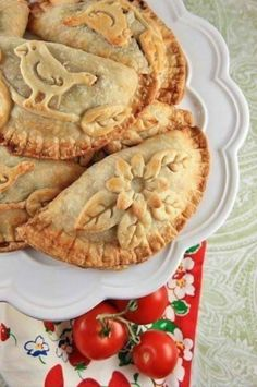 My grandmother made wonderful fried pies! Pillsbury Refreg Pie Dough is what she used. Pie Dessert, Dessert Recipes, Beautiful Pie Crusts, Pie Crust Designs, Fried Pies, Just Desserts, Sweet Tooth, Food And Drink, Cooking Recipes