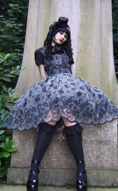 Loving the sheer skirt, great detail for a gothic/ero Lolita coordinate.
