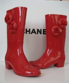 the BEST red rain boots ever!
