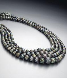 Collier en perles noires Christie's New York
