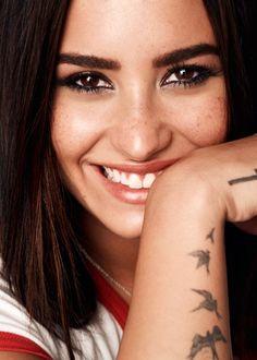 2e0df6c768b76 PARADISE FOTOGRAFIAS Revista Glamour, Demi Lovato Cover, Demi Lovato Hair, Demi  Lovato Tattoo