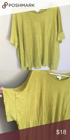 Loosing fitting top I'm usually a Large, and I wear this as an off the shoulder top. Super cute & loose fitting J. Jill Tops