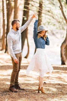 Fall Engagement Photos That Are Just The Cutest ★ See more: http://glaminati.com/fall-engagement-photos-cutes/