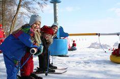 Mit dem Skikarussell gibt es auch im Winter viel Bewegung im Freien. Alle Infos zum Familotel Borchard's Rookhus gibt es hier: http://kinderhotel.info/kinderhotel/familotel-borchard-s-rookhus
