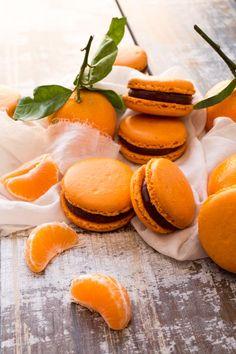 Dark Chocolate - Clementine macarons.  Recipe in french.