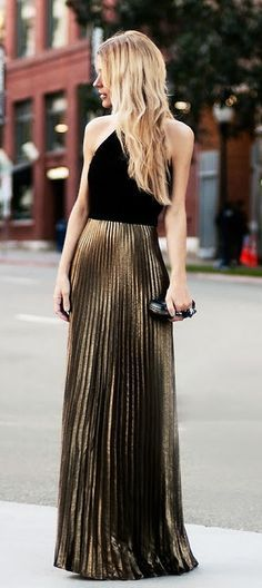 Los vestidos con faldas plisadas son un toque de elegancia seguro para tu look.