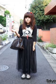 I love this look. Tee, tulle and creepers. Also note the leopard underskirt.