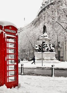 London Snow.. The Aldwych, London, England (by Powered by Geek on Flickr)