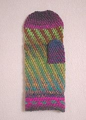 Ravelry: Spiralvanten pattern by Kerstin Jönsson. slip stitch/Bosnian crochet. using a traditional pjoning hook