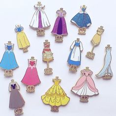 Princess dresses fantasy pins - The Trend Disney Cartoon 2019 Disney Pin Trading, Disney Cute, Disney Style, Collection Disney, Dress Collection, Disney Pins Sets, Disney Pin Collections, Disneyland Pins, Estilo Disney