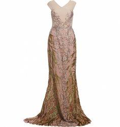 Vestidos são peças que funcionam bem o ano todo e você pode utilizá-los de várias maneiras. Do mais básico a alta costura, trabalhamos com profissionais que atendam ao gosto apuradíssimo de um público que procura na moda algo muito além das aparências. Descubra os detalhes do Vestido Rosa Bordado Galhos, da Ana Barros, clicando no link da imagem.