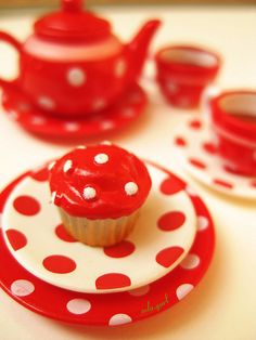 Red & White Dot tea service - Swiss dots personified!