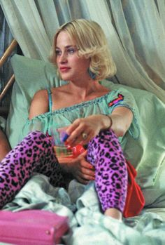 Patricia Arquette as Alabama Worley in True Romance. Arquette is wearing pink leopard print leggings, blue plastic heart-shaped earrings and an off the shoulder turquoise top. Patricia Arquette, Alfred Hitchcock, True Romance, Actors, Film Stills, Girl Crushes, Good Movies, Style Icons, Beautiful People