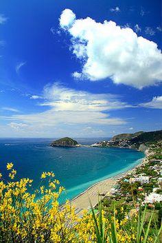 Italie - La Campanie - Île d'Ischia. La plage des Maronti à Ischia.