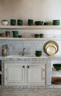 terre cuite : vaisselle et carreaux terracotta : kitchenware and tiles