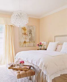 13 Celebs Who Know How to Use Color // Jennifer Lopez, guest bedroom, peach