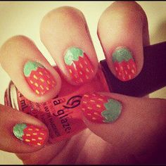 Nail Art - strawberries
