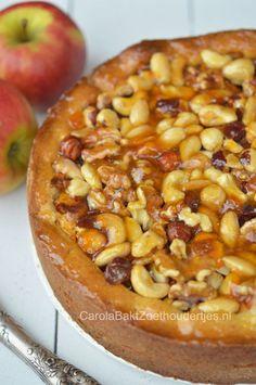 Deze appel notentaart is een heerlijk recept uit de bakbijbel van Rutger van den Broek. Met amandelspijs, nootjes en goede abrikozenjam. Mjammie!