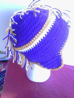 MN Vichinghi ispirato viola e oro maglia mohawk earflap Cappelli  All uncinetto f3803c1b903f