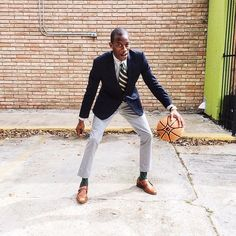It's Thursday and time to make a fast break. Check out @_fromnytotx looks on our app link in bio . #fashion #mensfashion #menstyle #ootd #fashionblogger #style #suit