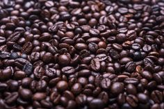 Discover our great selection of free coffee stock photos. Find pictures of coffee mugs, coffee beans, coffee cups, and more unique coffee images. Café Bulletproof, Dd Perks, Fresco, Vietnam, Fresh Coffee Beans, Picture Puzzles, Coffee Gifts, Coffee Coffee, Roasters Coffee