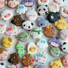 these are macaroons btw ~Macarons stupid. Cute Desserts, Halloween Desserts, Dessert Recipes, Dessert Kawaii, Cute Food, Yummy Food, Comida Disney, Kreative Desserts, Cute Baking