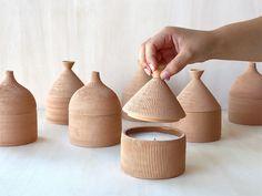 Set Of Cabana Candles Vanilla and Cotton Federica Bubani - Artemest Ceramic Boxes, Ceramic Tableware, Ceramic Clay, Ceramic Pottery, Pottery Art, Ceramic Decor, Slab Pottery, Thrown Pottery, Ceramic Design