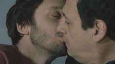 Sin lugar a dudas era el momento más esperado de Farsantes: el beso de Guillermo y Pedro, los dos abogados que se sintieron atraídos desde el primer momento. Mirá esta escena de amor entre Julio Chávez y Benjamín Vicuña: