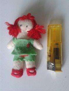 Muñeca de fieltro. Diseño propio. Rosa Blanca