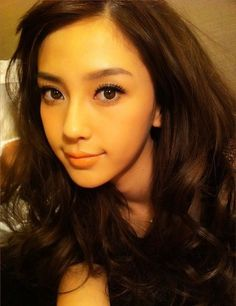 simple and flawless make-up mascara nude lip gloss a foundation and nutria eyes shadow it my routine and basic liner not like hers Angelababy, Asian Makeup, Korean Makeup, Asian Hotties, Nude Lip, Flawless Makeup, Cute Asian Girls, Most Beautiful Women, Pretty Face