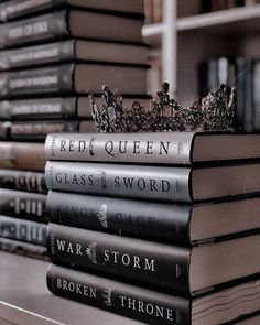 Book Club Books, Book Lists, Good Books, Books To Read, My Books, Red Queen Book Series, Books For Teens, Book Aesthetic, Book Photography