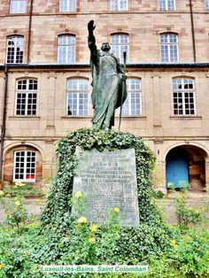 Luxeuil-les-Bains: Statua di San Colombano ( © Jean Espirat ) - France-Voyage.com