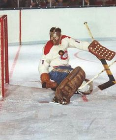 Montreal Canadiens - Tony Esposito, Rookie Season with the Habs' Ice Hockey Teams, Hockey Goalie, Hockey Games, Hockey Players, Montreal Canadiens, Nhl, Hockey Pictures, Hockey Boards, Goalie Mask