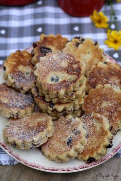 Welsh cakes, Welsh cakes in the pan pies pies recipes dekorieren rezepte Brunch Recipes, Sweet Recipes, Vegan Recipes, Dessert Recipes, Biscuit Dough Recipes, Cookie Recipes, Torte Nutella, British Cake, Oreo