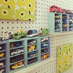 53 ideas and tips for storing toys Playroom Table, Dream Kids, Skirt Mini, Kids Zone, Table And Chair Sets, Kid Spaces, Home Organization, Kids And Parenting, Diy For Kids