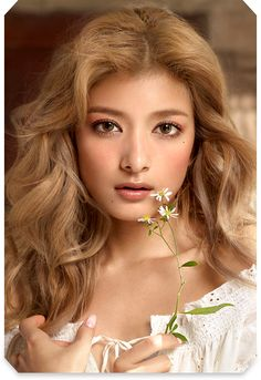 she's american and japanese. She speaks in soft tones. She is the missing daughter to a very important family. She falls in love with Rocco even tho she was to kill him. Ginger Blonde Hair, Blonde Asian, Strawberry Blonde Hair, Japanese Beauty, Asian Beauty, Half Japanese, Cute Beauty, Hazel Eyes, Japanese Models