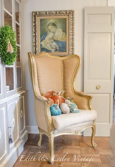 This arrangement is so beautiful! The image of Our Lady is a truly Catholic touch, and the decor is elegant and complements the painting.