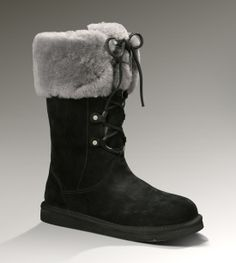 Sheepskin boots are UGG's famous style that is favored by every woman for the great warmth they give with a unique style available in great colors. Ugg Snow Boots, Snow Boots Women, All Fashion, Fashion Boots, Womens Fashion, Sheepskin Ugg Boots, Black Uggs, Juicy Couture, Black Friday