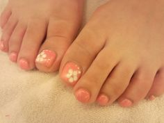 toe nails flowers