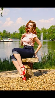 One of my favorite pin up hairstyles!  ::Vintage Hairstyles:: Retro hair and makeup::Rockabilly Hair:: 40s hair
