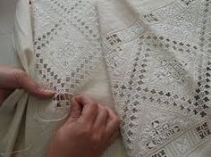 Lefkara Lace Embroidery from Cyprus Embroidery Patterns Free, Modern Embroidery, White Embroidery, Ribbon Embroidery, Embroidery Stitches, Drawn Thread, Thread Work, Hardanger Embroidery, Linens And Lace
