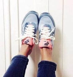 Nike shoes Nike roshe Nike Air Max Nike free run Nike USD. Nike Nike Nike love love love~~~want want want! Nike Free Shoes, Nike Shoes Outlet, Running Shoes Nike, Looks Street Style, Looks Style, Look Fashion, Fashion Shoes, Sneakers Fashion, Sneakers Style