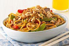 Le mélange de vinaigrette CATALINA et de beurre d'arachide KRAFT est parfait pour ce délicieux plat de nouilles.