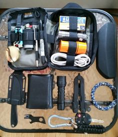 My personal Everyday Carry: (read comments for contents guide) #EverydayCarry…