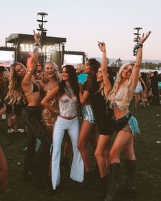 Ideas For Music Festival Photography Coachella Concerts Coachella Festival, Music Festival Outfits, Music Festival Fashion, Rave Festival, Music Festivals, Summer Festival Outfits, Music Midtown, Festival Looks, Festival Photography